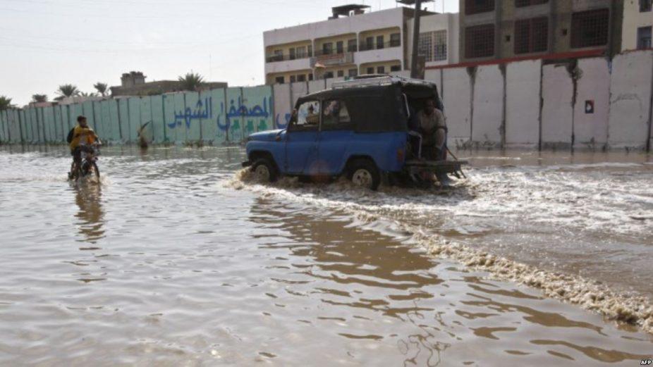 خيم لأكثر من 200 عراقي غمرت السيول منازلهم شمال البصرة
