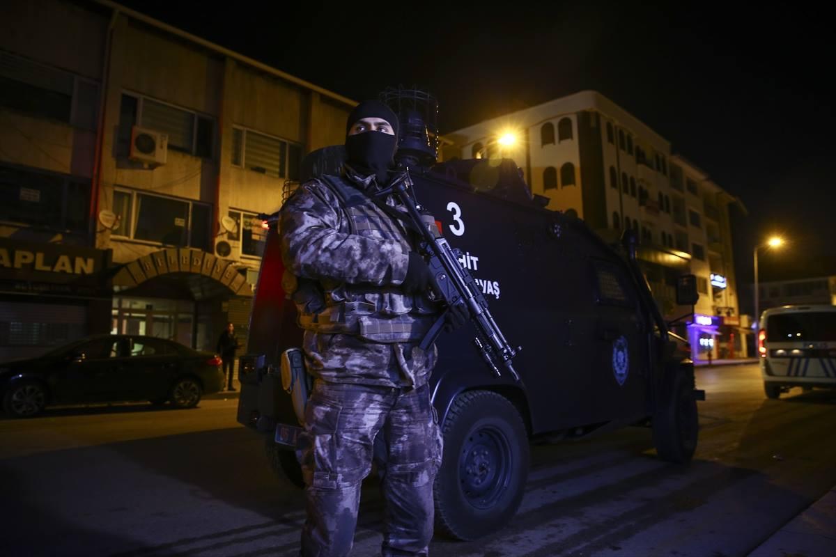 تركيا.. توقيف 10 أجانب للاشتباه بانتمائهم لتنظيم الدولة
