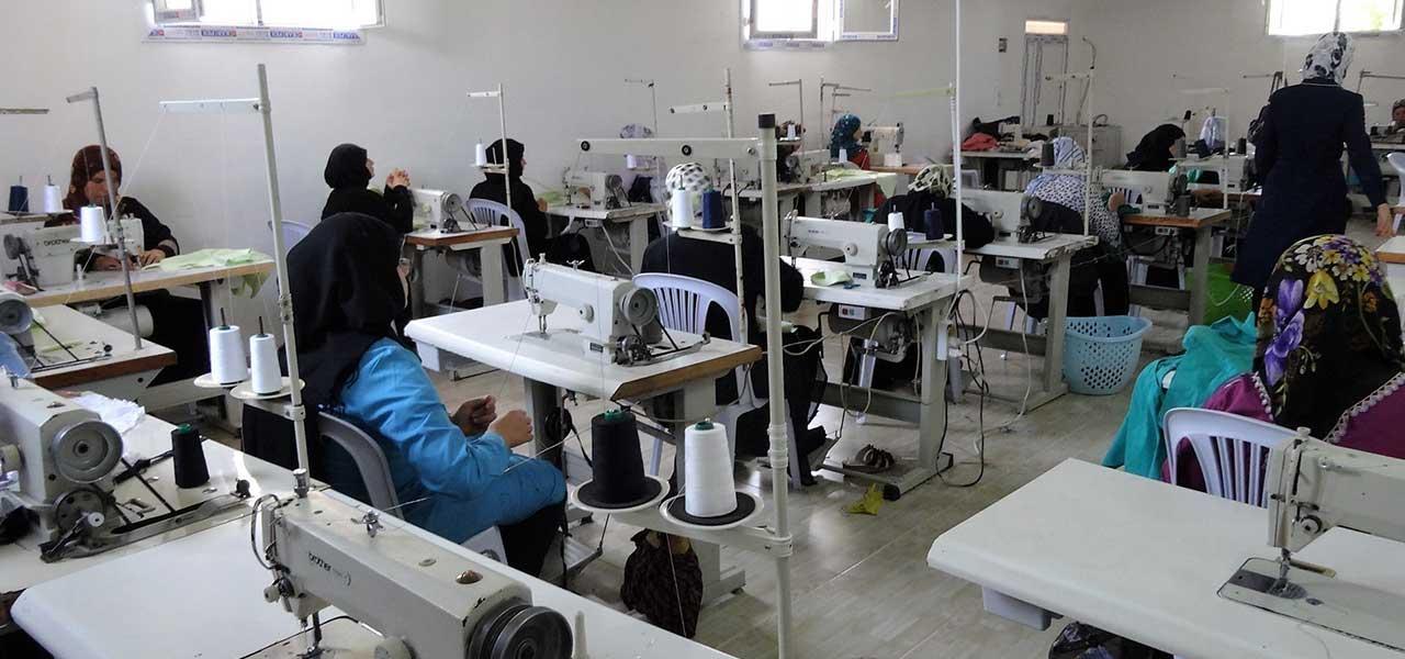 فرص عمل لـ 60 ألف سوري وتركي في 10 ولايات تركية