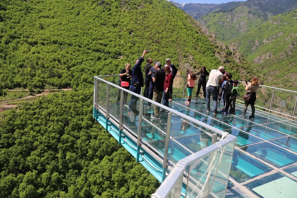 """تركيا.. """"الشرفة الزجاجية"""" تستقبل 25 ألف زائر في الأضحى"""