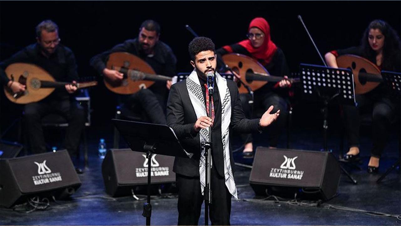 """إسطنبول.. فلسطينيون من مخيّمات اللجوء ينشدون بـ""""أغاني الأخوّة"""""""