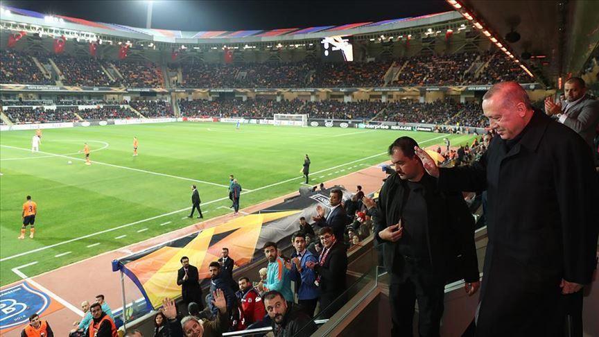 أردوغان يتابع مباراة بشاك شهير وروما في الدوري الأوروبي