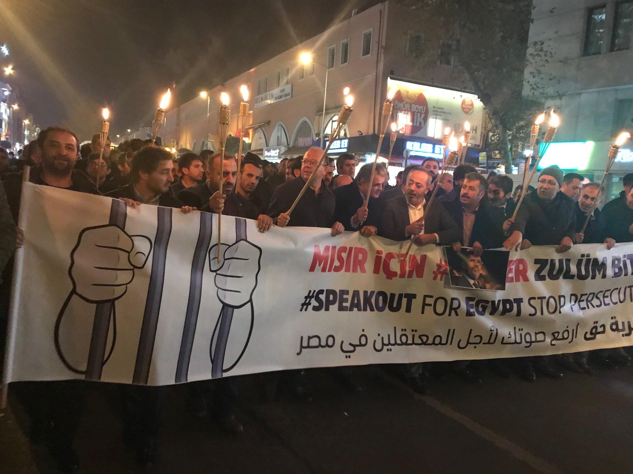 إسطنبول.. الآلاف يشاركون بمسيرة دعما للمعتقلين بالسجون المصرية