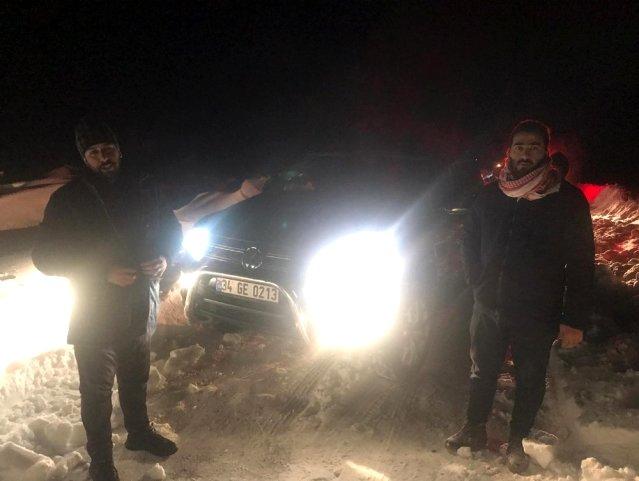 إنقاذ 4 سوريين علقوا وسط الثلوج في مرسين