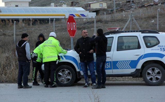 """تركيا..حملة تفتيش طالت المزارعين السوريين للتحقق من حملهم """"أذون سفر"""""""
