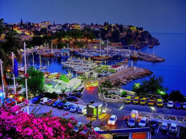 إسطنبول وأنطاليا تتصدران المدن التركية في بيع العقارات للأجانب