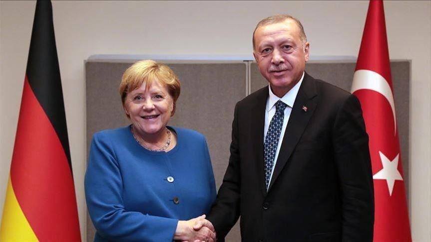 أردوغان وميركل يبحثان مستجدات إقليمية في مقدمتها ليبيا