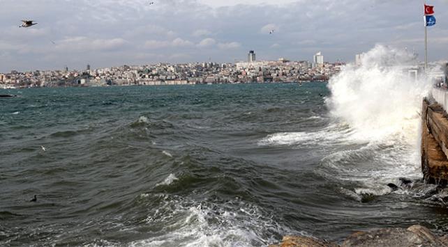 إلغاء الرحلات البحرية في إسطنبول وبورصة لسوء الأحوال الجوية