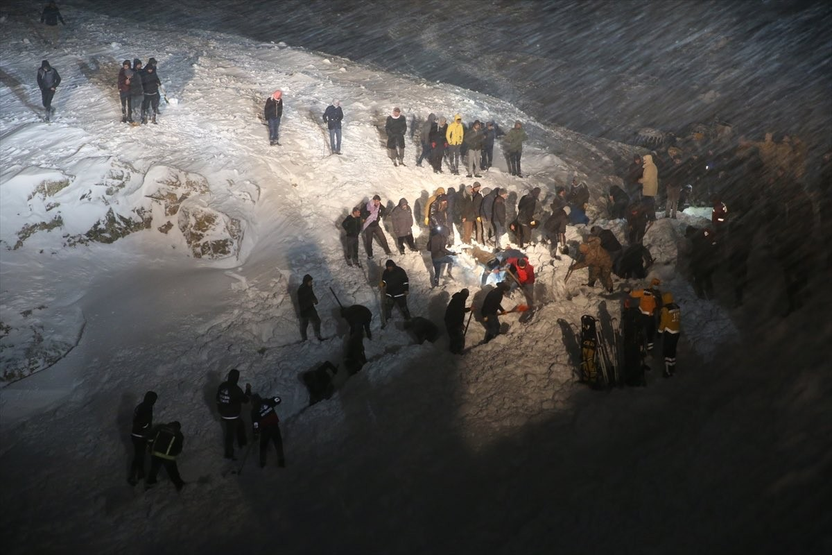تركيا..مقتل 11 عنصرا من الأمن والدرك بانهيار ثلجي  بولاية وان