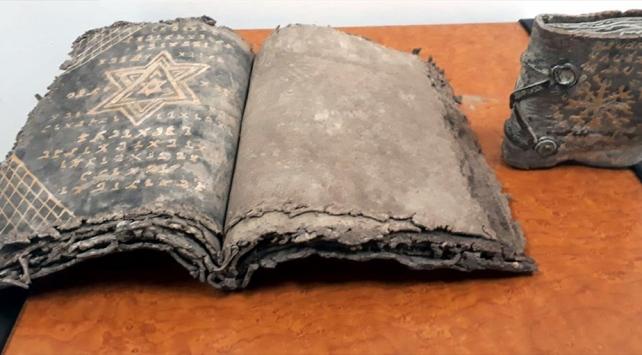 صقاريا.. اعتقال أشخاص بتهمة تهريب مخطوطات أثرية (صور)
