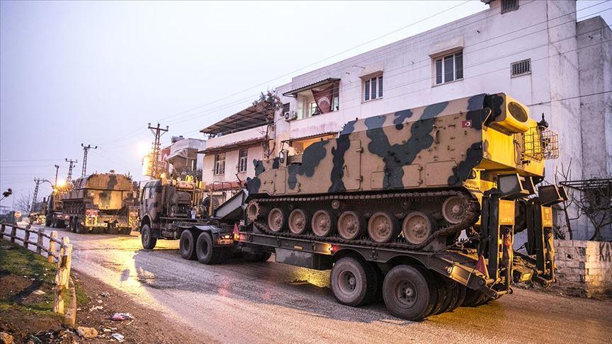الجيش التركي يدفع بمزيد من التعزيزات نحو الحدود مع سوريا