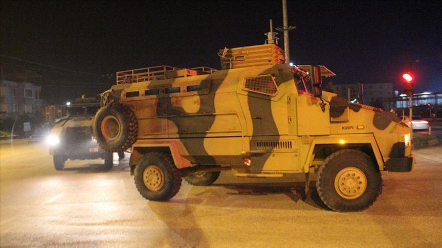 الجيش التركي يرسل قوات كوماندوز إلى وحداته على الحدود السورية