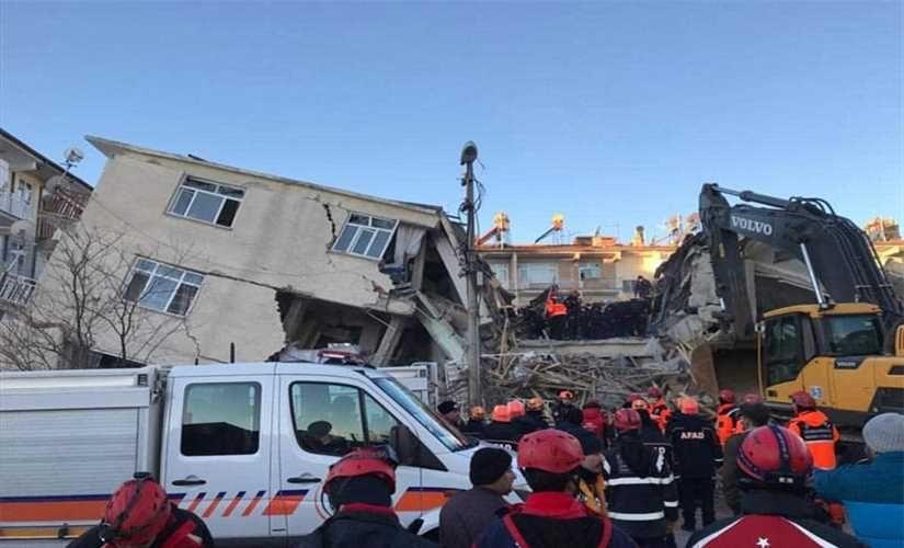 زلزال إلازيغ يكشف اللثام عن 3 قطع أثرية (صور)