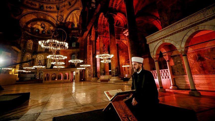 """""""عُقد تاريخية"""".. تركيا ترد على اليونان بشأن """"قراءة القرآن"""" في """"آيا صوفيا"""""""
