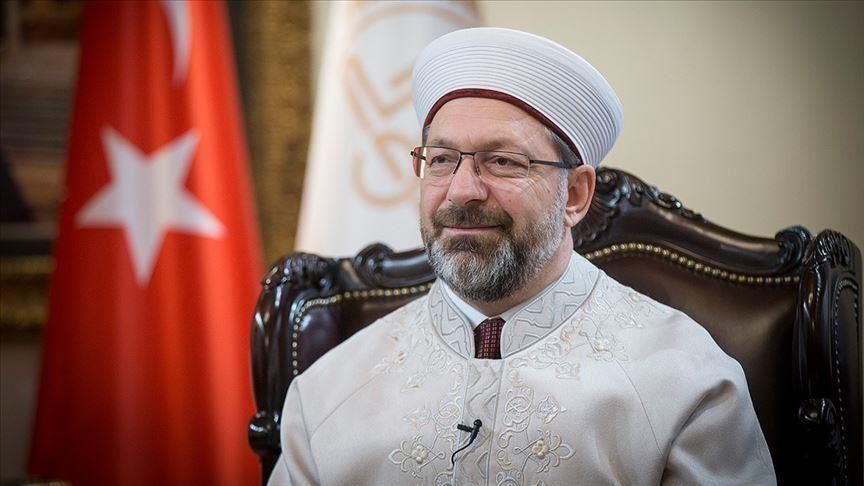 رئيس الشؤون الدينية التركي يحدد موعد استئناف صلوات الجماعة وشروطها