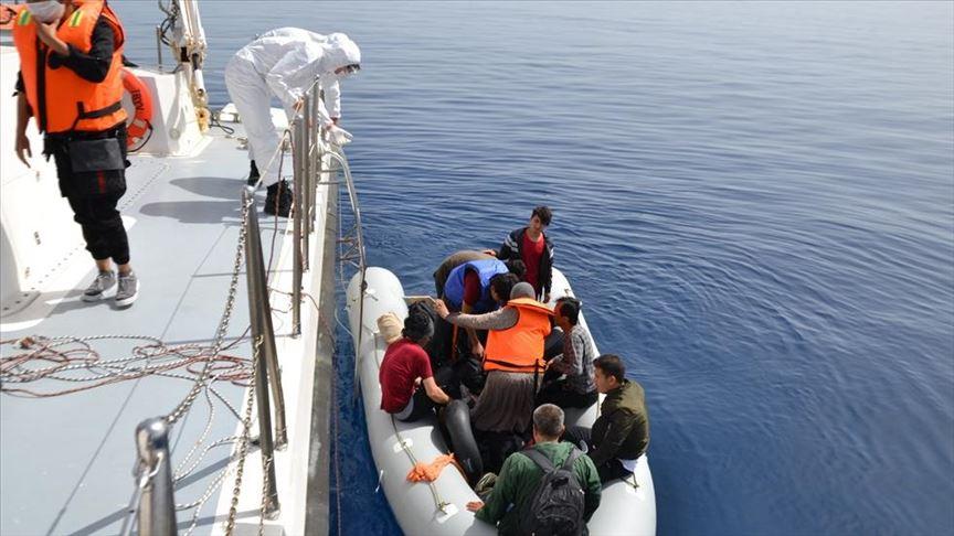 """خفر السواحل التركي ينقذ 24 لاجئًا في بحر """"إيجه"""""""