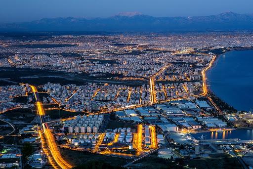 """بتدابير وقائية.. """"عاصمة السياحة التركية"""" تجهز شواطئها لاستقبال السياح"""