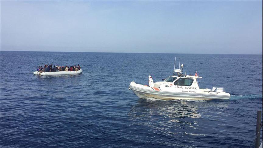 خفر السواحل التركي ينقذ 10 طالبي اللجوء بعد إعادتهم من قبل اليونان