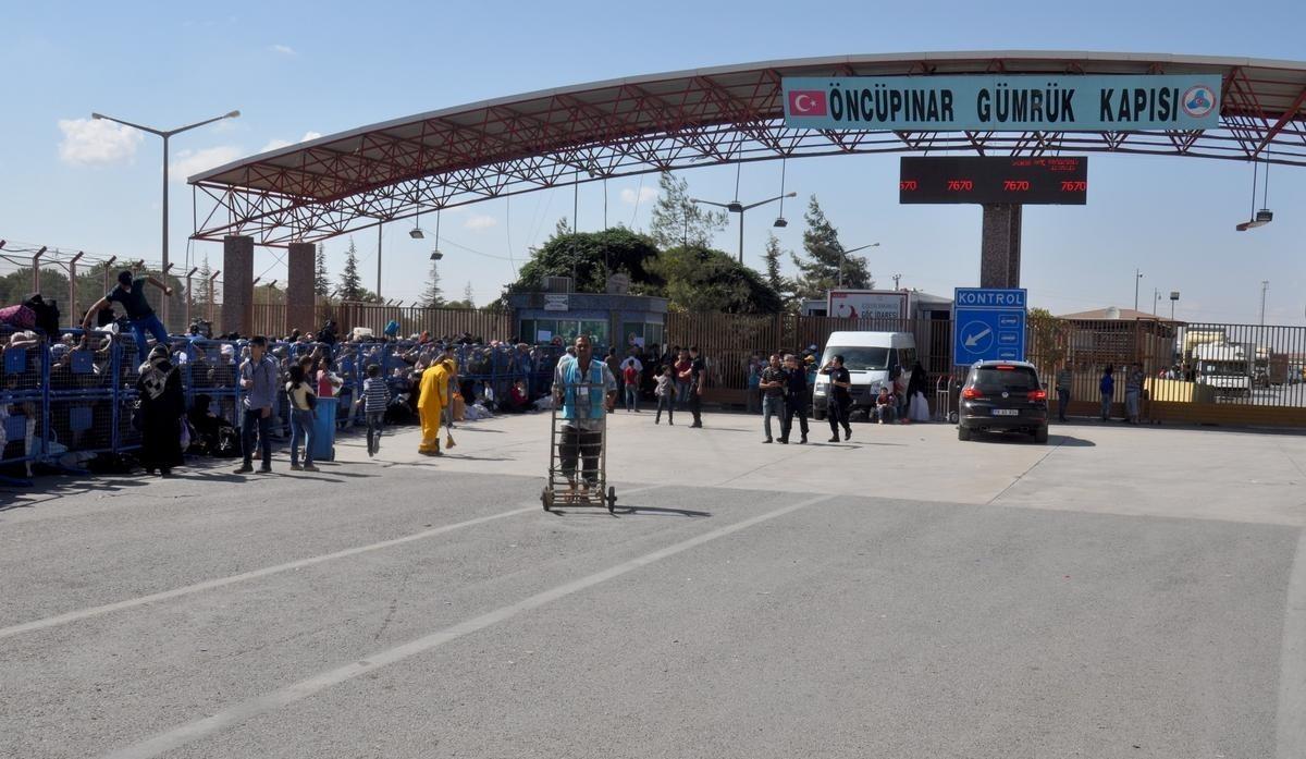 """معبر """"باب السلامة يكشف عدد المرحلين من تركيا إلى الشمال المحرر خلال حزيران"""