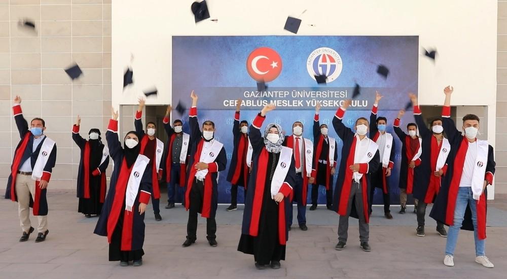 جامعة عنتاب تقيم حفل التخرج الأول لطلاب المعاهد في مدينة جرابلس السورية