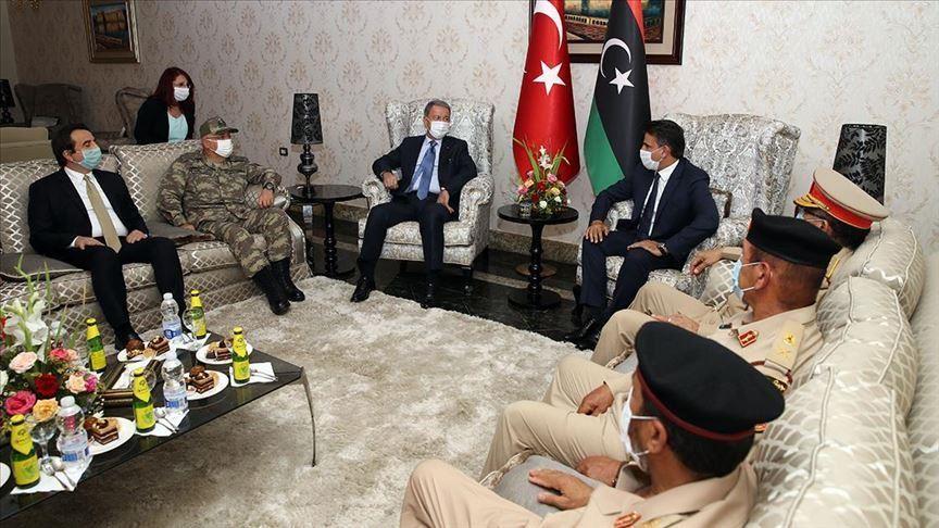 وزير الدفاع التركي ورئيس الأركان في زيارة لليبيا