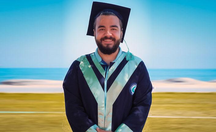 الإعلام التركي يحتفي بشاب سوري لحصوله على المرتبة الأولى في كلية الإعلام