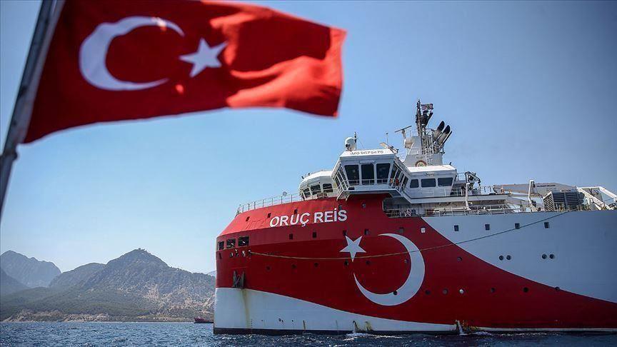 """سفينة التنقيب """"أوروتش رئيس"""" تكسر أمواج عزل تركيا في """"المتوسط"""""""