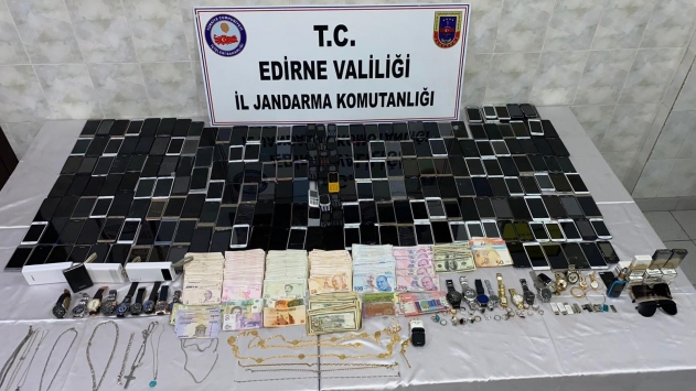 اعتقال 3 سوريين شكلوا عصابة لسلب أموال ومقتنيات المهاجرين المُرحلين من اليونان