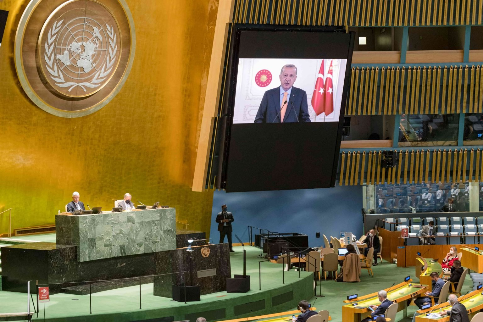 مندوب إسرائيل يغادر القاعة الأممية إثر انتقادات أردوغان