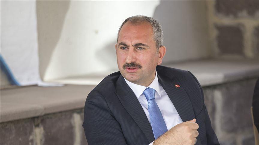 وزير العدل التركي يدين دخول الشرطة الألمانية مسجدًا بالأحذية في برلين