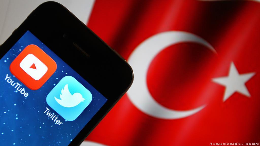 """بين التأييد والرفض.. قانون """"مواقع التواصل"""" بتركيا يدخل حيز التنفيذ"""