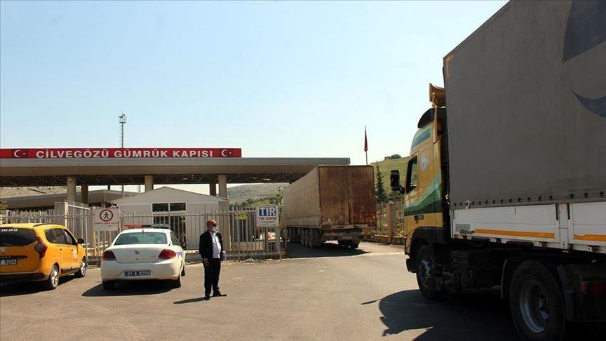 """""""الإغاثة التركية"""" ترسل 12 شاحنة مساعدات إلى سوريا"""