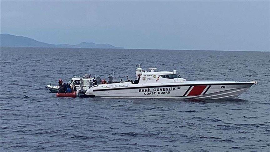 خفر السواحل التركي ينقذ 25 طالب لجوء غرب البلاد