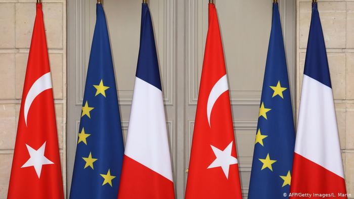 """باريس: نتفق مع أنقرة على بحث الخلافات """"بهدوء"""" تحت مظلة """"الناتو"""""""