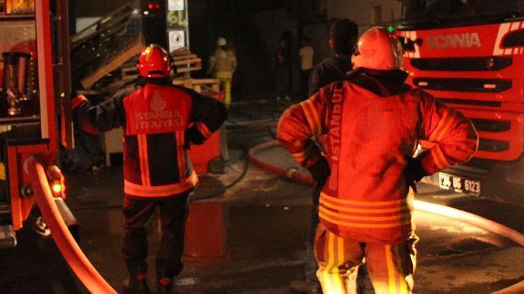 الإطفاء التركية تخمد حريقًا اندلع في فندق مكون من 6 طوابق بإسطنبول
