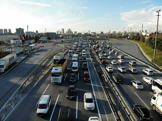 إسطنبول تختنق بالكثافة المرورية قبل ساعات من بدء الحظر الشامل (صور)