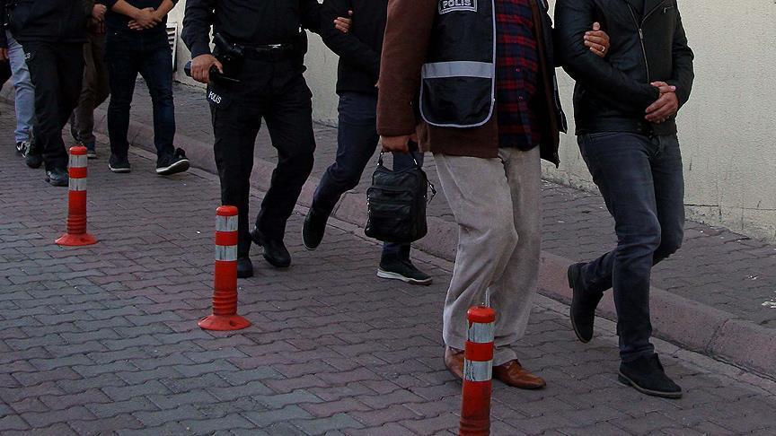 كانوا مختبئين داخل شاحنات.. السلطات التركية تضبط عشرات المهاجرين