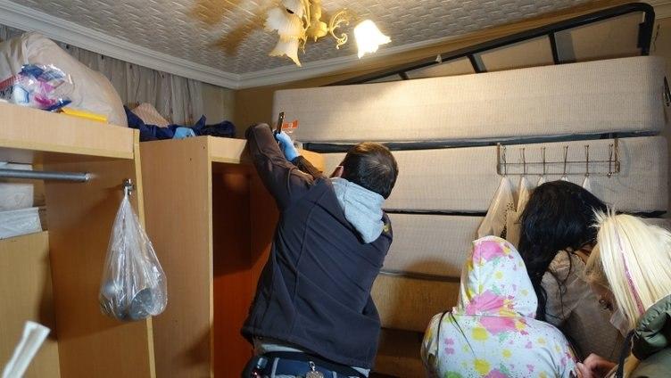 حولوا فندقًا إلى كازينو!.. القبض على مجموعة أشخاص وفرض غرامات مالية كبيرة (صور)