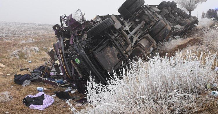 سبع مركبات اصطدمت ببعضها.. حادث مروري على طريق سريع شرق تركيا يخلف قتيلاً ومصابين