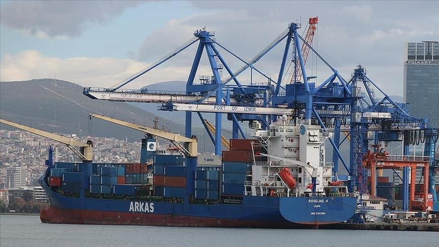 """تعرضت لتفتيش غير قانوني.. سفينة """"روزلاين-أ"""" التركية ترسو بإزمير"""