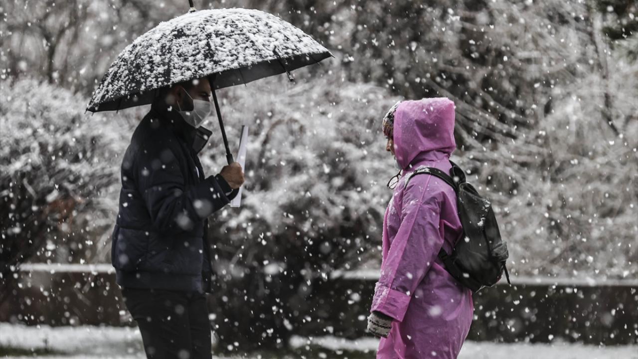 شاهد.. صور رائعة لتساقط الثلوج في أنقرة