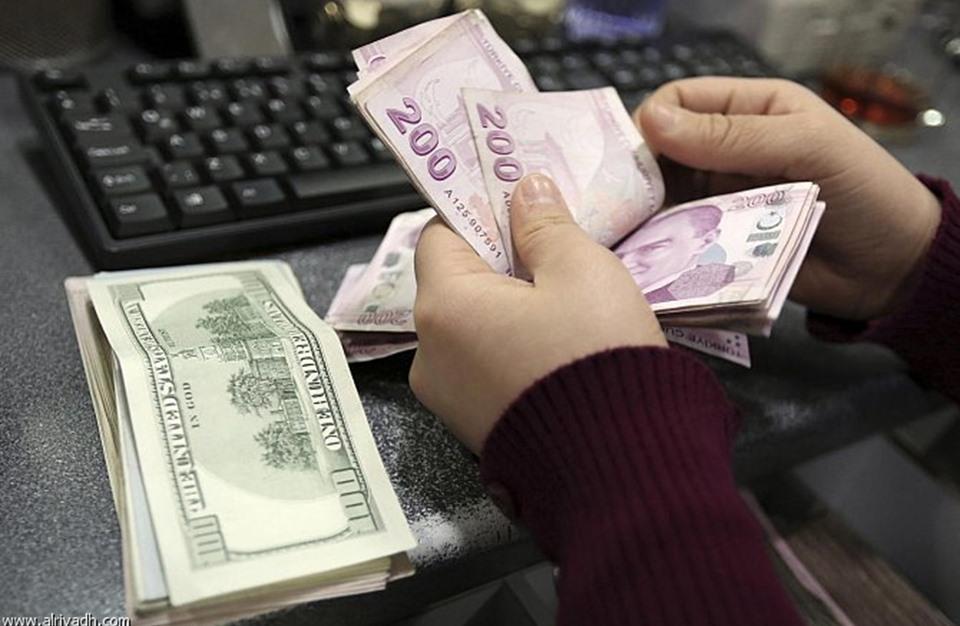 تحسن طفيف في سعر صرف الليرة مقابل الدولار واليورو
