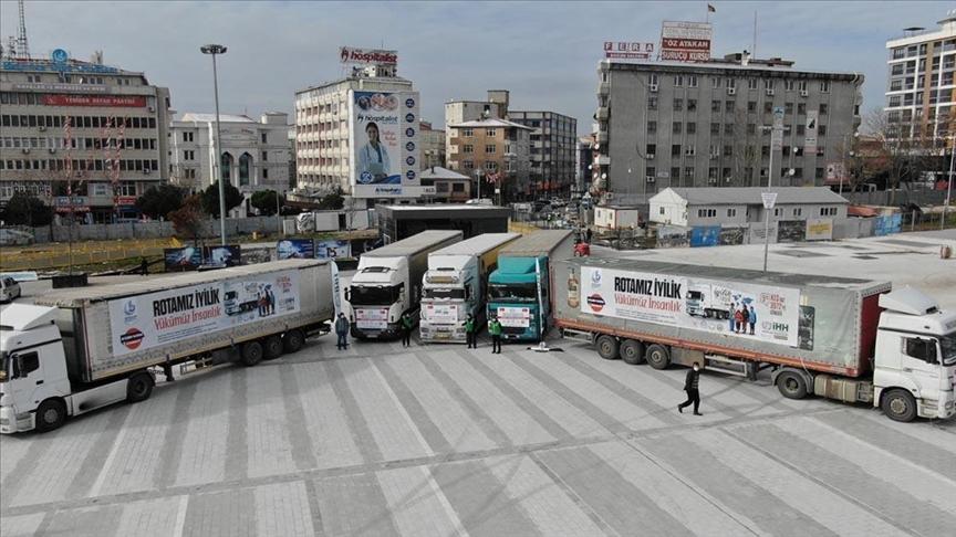 5 شاحنات مساعدات إغاثية انطلقت من إسطنبول إلى إدلب