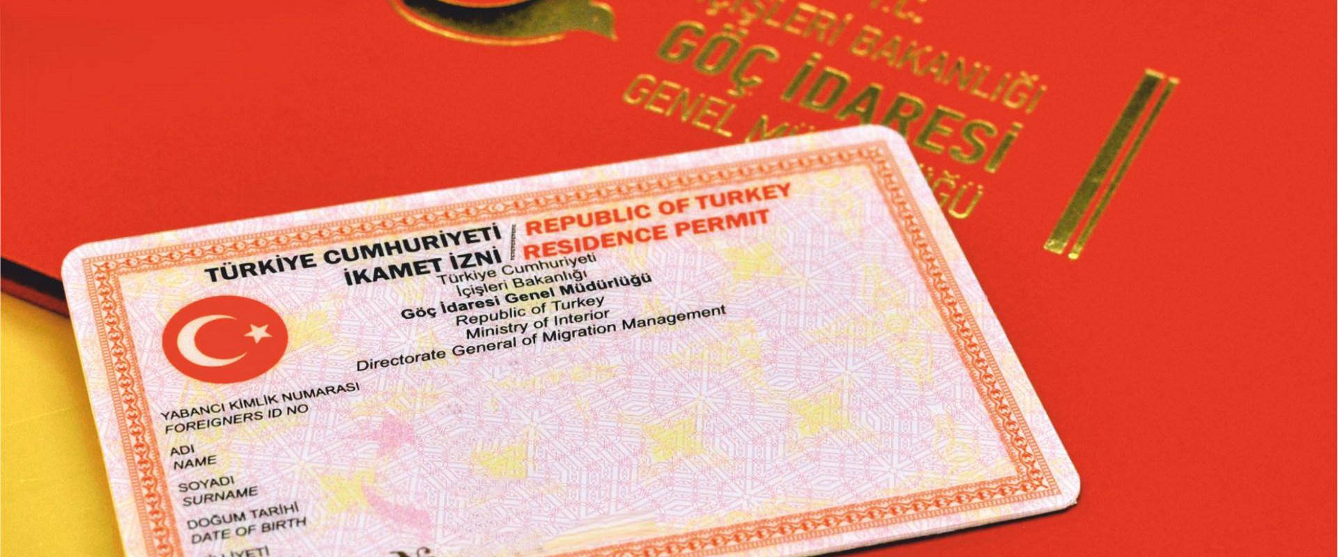 إدارة الهجرة توقف إصدار إذن السفر لطالبي الإقامة السياحية والعائلية الأجانب (تفاصيل)