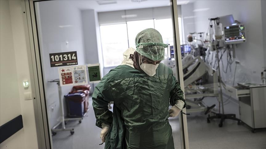 تركيا تسجل 65 وفاة بكورونا