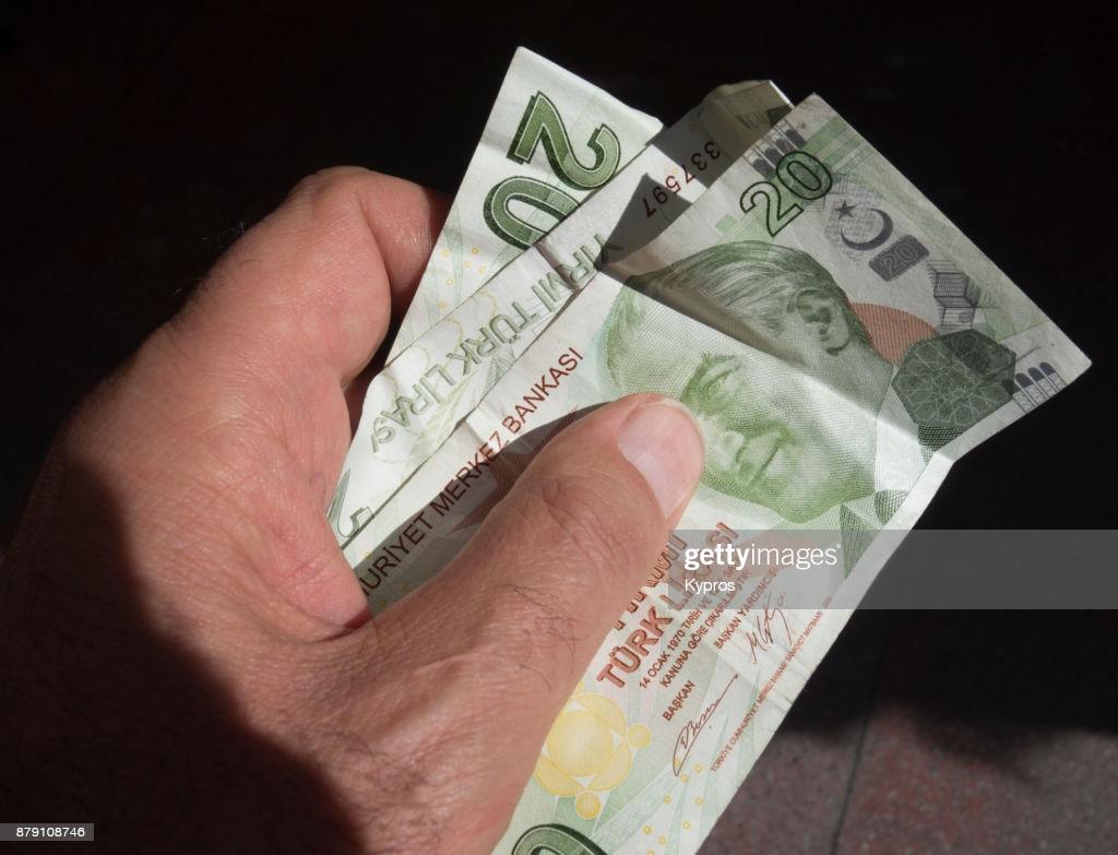 أسعار صرف الليرة التركية أمام الدولار واليورو اليوم الأحد