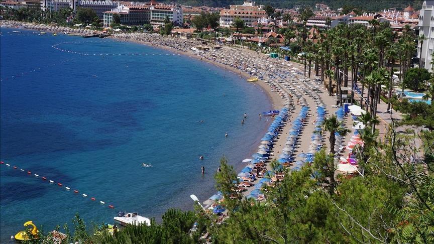 سياح روس ينتقدون قرار تقليص رحلات الطيران إلى تركيا