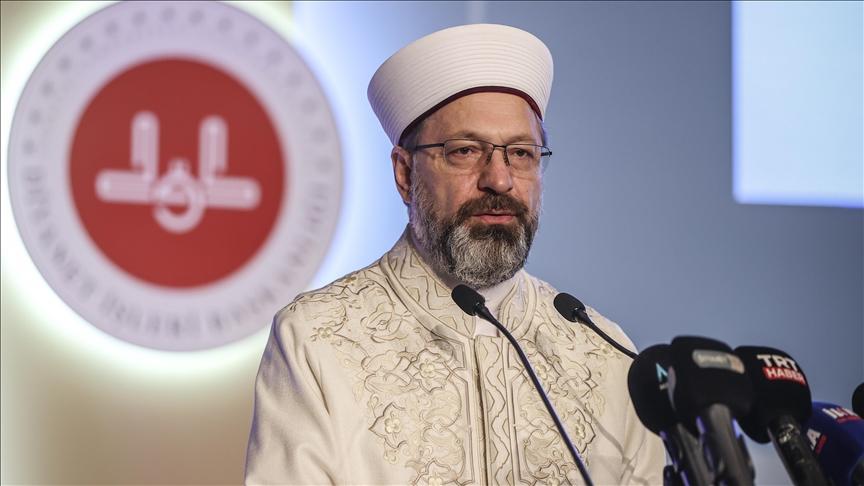 تركيا تقرر أداء صلاة التراويح في المنازل بسبب كورونا