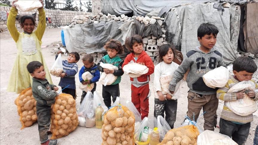 جمعية تركية تقدم مساعدات إنسانية للمحتاجين في مدينة الباب