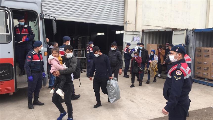 يعتزمون التوجه لإيطاليا.. ضبط عشرات المهاجرين السوريين والعراقيين في حاويات شحن بإزمير !